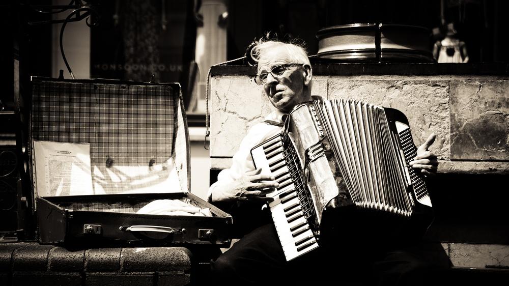 Ethan L - street musician